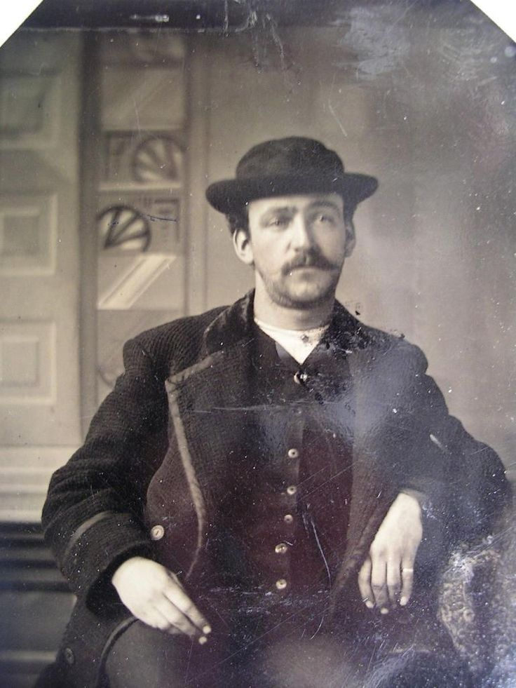 a biography of bill the kid a gunfighter of the old west April 9, 1881: billy the kid is found guilty of murdering the sheriff of lincoln county, nm.