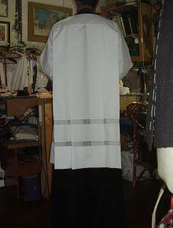 Taller de sastrería clerical. Ornamentos Litúrgicos. Casullas, estolas, albas, camisas, sotanas. Confecciones a medida.