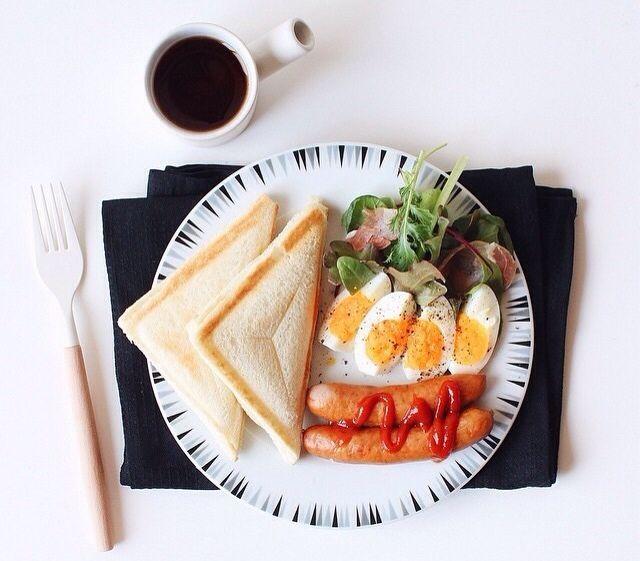 トースト、ソーセージ、卵