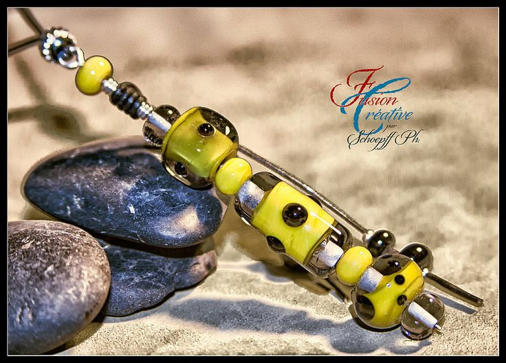 Collier Jaune moutarde & Noir intense Perles de verre de Murano. Fait Main.