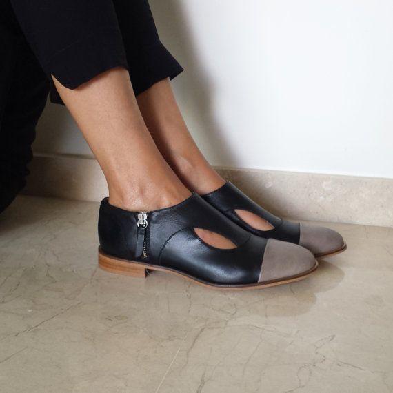 rebajas 30% zapato blucher de piel negro con por tenfingerstudio