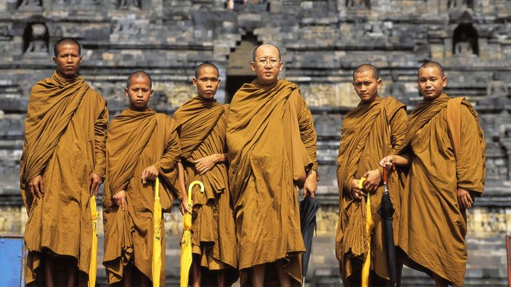 Buddhalaisia munkkeja Thaimaassa. Kuva: Central Stock/Yle.