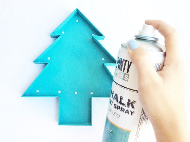 DIY Paper Christmas tree decorations sprayed with Pinty Plus turquoise chalk paint aerosol