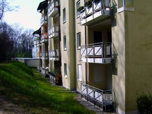 Appartement Rosenweg Bad Bellingen Located 41 km from Colmar, Appartement Rosenweg offers accommodation in Bad Bellingen. The unit is 20 km from Basel. Free WiFi is featured .  The unit is equipped with a kitchen. Towels and bed linen are offered at Appartement Rosenweg.