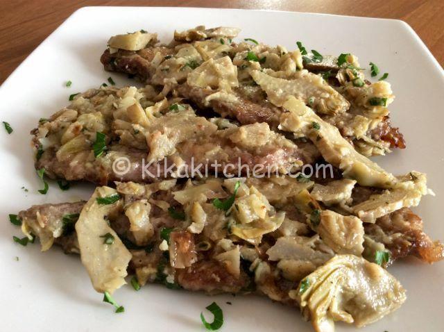 Le scaloppine ai carciofi sono un secondo piatto a base di fettine di carne (pollo, maiale, vitello) infarinate, rosolate in padella e guarnite con carciofi trifolati.