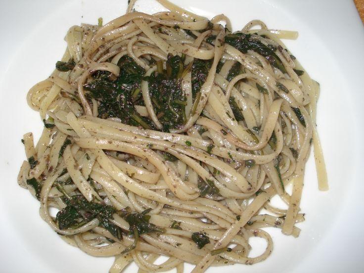 Pasta con paté di olive nere e verdura