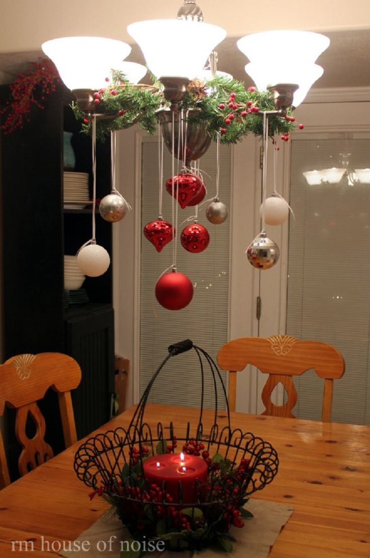 Best 25 christmas chandelier decor ideas on pinterest for Simple christmas home decorations