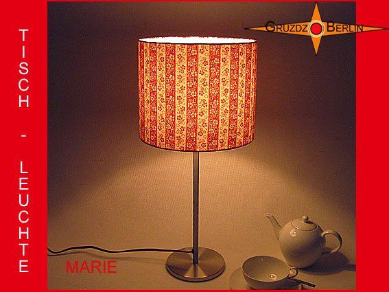 Tischleuchte MARIE Ø 25 cm Tischlampe Streifen rot. Ein geblümter Streifen in Rot - Weiss im Retro-Design der 70er Jahre: Die Tischleuchte MARIE ist wird aus einem origninalen Retrostoff der 70er Jahre gefertigt. Sie ist einfach wunderbar gestreift, geblümt und bringt bei Betrachtung viel Freude.