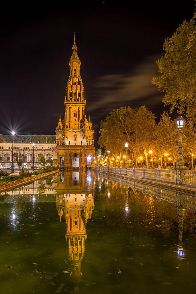 Plaza de España, Seville, Spain (by MariusR on Flickr)