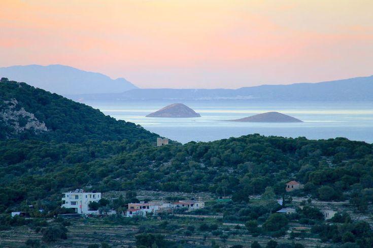 widok na Zatokę Sarońską ze wzgórza świątyni Afai na Eginie