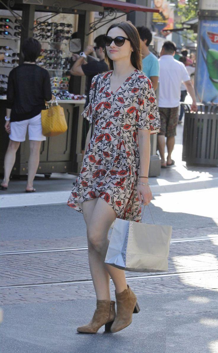 Crystal Reed style: vintage printed dress w/ sunnies & booties
