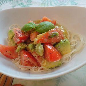 アボカドとトマトの塩麹そうめん+by+taberunodaisukiさん+|+レシピブログ+-+料理ブログのレシピ満載! 一人ランチに簡単にさっぱりと食べたい時に。