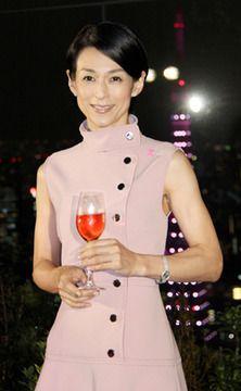 鈴木保奈美:ピンクの東京タワーに興奮 乳がん啓発イベントで
