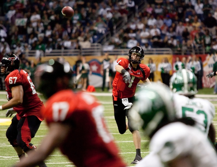 2010 Valero Alamo Bowl. Texas Tech's Steven Sheffield throw go-ahead 11-yd TD pass to Detron Lewis. #VAB #Top20Plays @TechAthletics