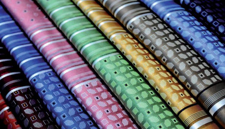 Tessile italiano esclusivo: produzione cravatte e foulard personalizzati