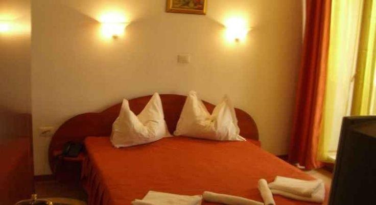 Hotel Astoria Mamaia oferta sejur 6 nopti cazare cu mic dejun, demipensiune sau pensiune completa, parcare gratuita, aplasat la 20 m de plaja.