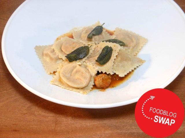 Pompoenravioli met walnoten - recept/recipe - pumpkin ravioli with walnuts and tomato sauce