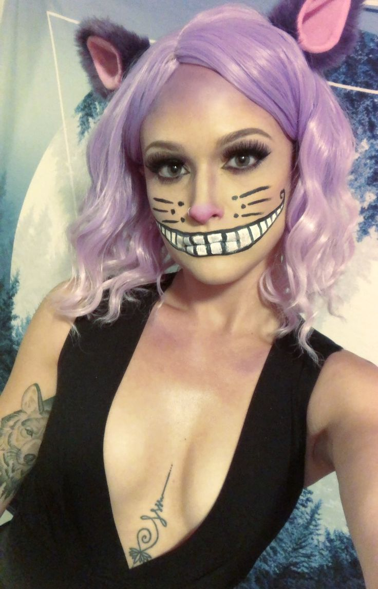 Women's Halloween costume Cheshire the cat face paint