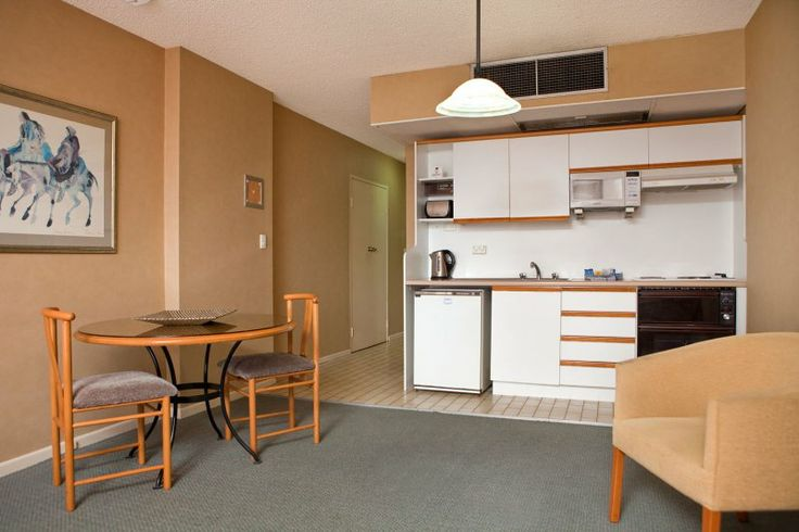 The Summit Apartments - fully equipped kitchen - Spring Hill Apartments