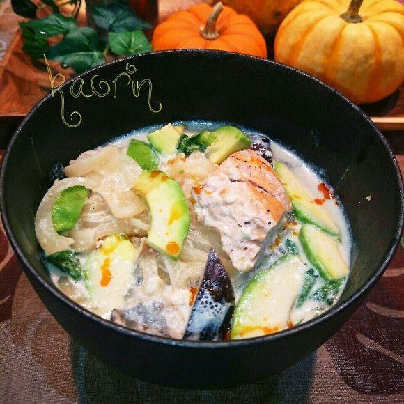 野菜たっぷりのスープを朝食べることでダイエット効果が期待できる「朝スープダイエット」が話題です。朝スープを食べるとどうして痩せやすくなるのか、おすすめの具だくさんスープのレシピと合わせてご紹介します。 (2ページ目)