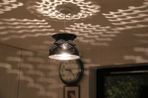 como transformar um escorredor de macarrão em lustre, ideias criativas para decorar a sua casa, decoração com objetos reciclados