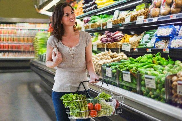 ¿Sabías cómo nos movemos por el supermercado?  Tras varios estudios de investigación se ha demostrado la manera en que nos comportamos en los supermercados. La disposición de los productos en un establecimiento tiene un gran efecto sobre nuestro comportamiento a la hora de comprar.  La noticia en: http://www.interactivaclic.com/el-diario-iclic/%C2%BFsabias-como-nos-movemos-por-el-supermercado-1424
