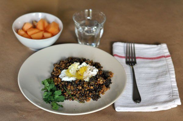 5 healthy lunch ideas (lentils and poached egg above... plus how to poach an egg in the microwave: http://www.thekitchn.com/how-to-poach-an-egg-in-the-microwave-cooking-lessons-from-the-kitchn-125453 !)