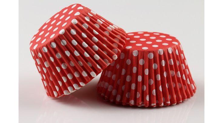 Piros alapon fehér pöttyös muffin papír 100 db, Süss Velem Cukrász Webshop