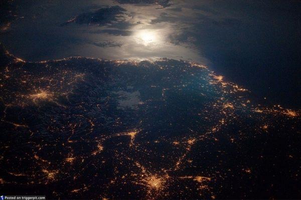 Французская Ривьера ночью.