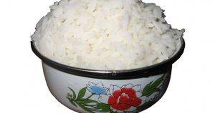 Cómo cocinar arroz pegajoso en una arrocera. El arroz pegajoso, conocido también como arroz japonés, se pone de esa forma cuando se lo cuece y se usa frecuentemente en la cocina japonesa, particularmente para hacer sushi. Sin embargo, puede utilizarse de diferentes maneras. Siguiendo este simple método, podrás hacer tu propio arroz pegajoso en una arrocera eléctrica. Con esta receta ...