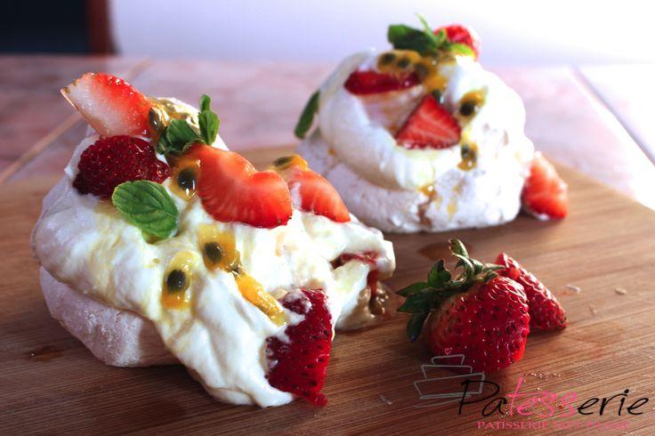 Mini Pavlovas met Passiefruit en Aardbeien