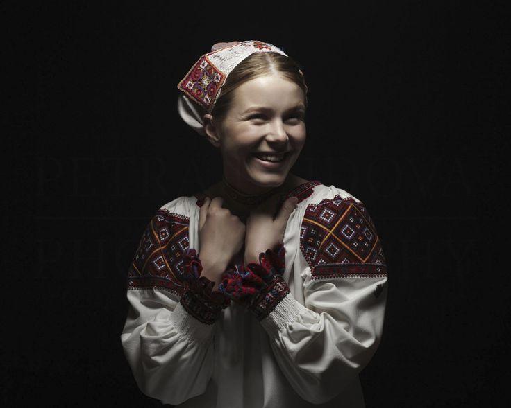 Polomka Slovenská Renesancia - Slovenské tradičné umenie a estetika - by Petra Lajdová | Slovenská Renesancia