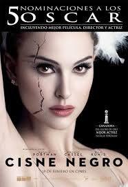 Cisne negro [Videograbación], una película de Darren Aronofsky.   Las actrices Natalie Portman (Nina) y Mila Kunis (Lily)  interpretan a dos bailarinas de ballet que forman parte de una producción de El lago de los cisnes, que se desarrolla en la ciudad de Nueva York.   L/Bc DVD 791 SPE cis…