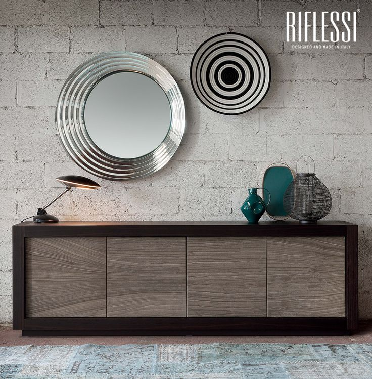 Characterized by the frame in mirrored glass and concentric circles, #Queen is the queen of the mirrors and it's able to overcome any taste border, allowing those who choose it to give their own interpretation.