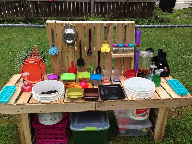 pallet mud kitchen nailed it pinterest spielen drau en und kinderk che. Black Bedroom Furniture Sets. Home Design Ideas