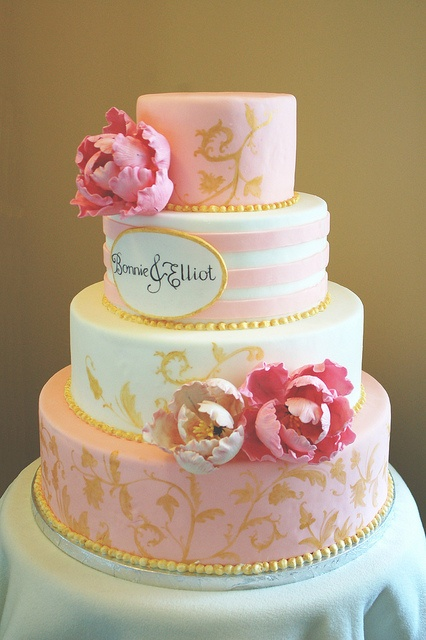 Pink Peony Cake ~ Love this cake! All of the pretty little details are perfect together! ᘡղbᘡ
