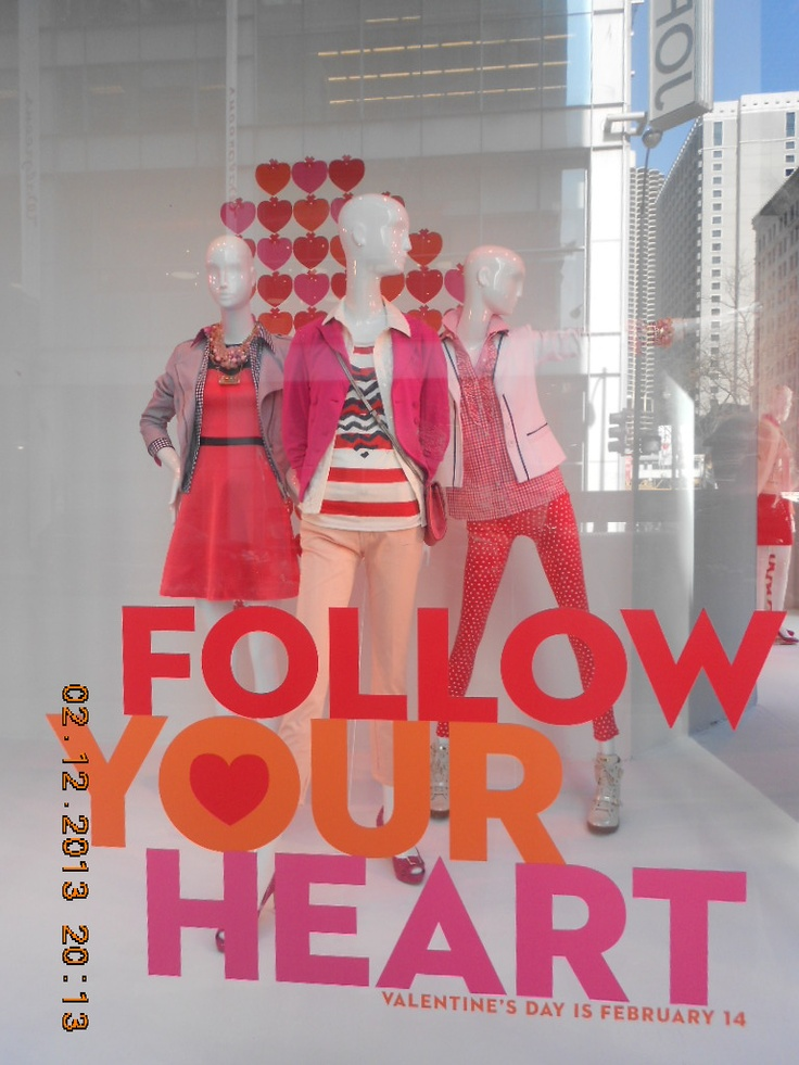 So when I was down visiting my fiancee and doing my stuff, we encountered one of Downtown Chicago's largest retail Macy and their mannequins position. And as obvious, this theme is towards Valentine's Day. :)