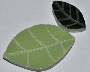 Ceramic leaves are a popular feature in mosaics which you can make yourself in any colour and size variation. In this 'How To Mosaic' I am showing you how (including how to add the vein detail to the leaf). www.themosaicstore.com.au
