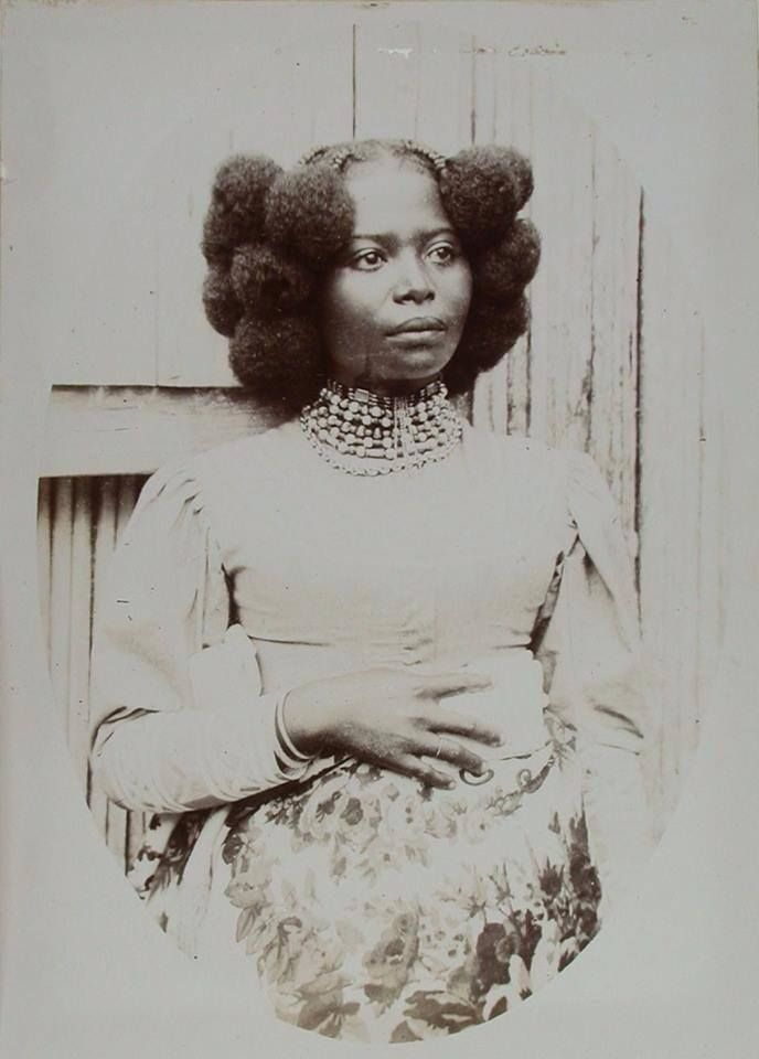 Augustfanon This Portrait Of A Beautiful Sakalava Woman From Madagascar Was Taken Circa 1900 Black Hair History African Hairstyles Afro Hairstyles