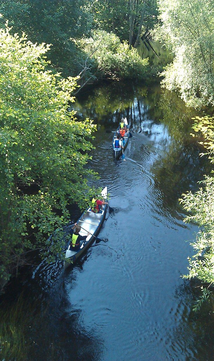 Översikt-Ett färdigt och upptäckarvänligt paket med kanotfärd i både Holjeån och Ivösjön.   Upptäck en bygd som en gång var centrum för Svensk humleod