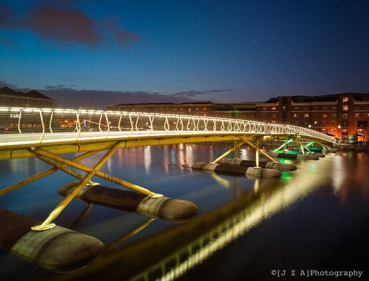 https://flic.kr/p/edwBCX | Floating Pedestrian Bridge | Future Systems with Anthony Hunt Associates structural engineer