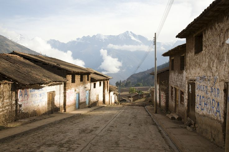 Choquequirao trail  This world is really awesome. The woman who make our�