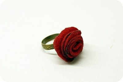 DIY: felt rose ring.: Felt Flower