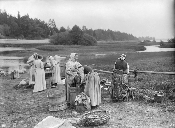 Women washing laundry by a lake, somewhere in Sweden. 1910-1919.
