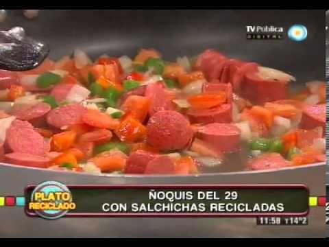 ▶ Ñoquis con salsa de salchichas - YouTube  -  http://www.cocinerosargentinos.com/recetas/5/2146/Pastas/oquis-con-salsa-de-salchichas.html