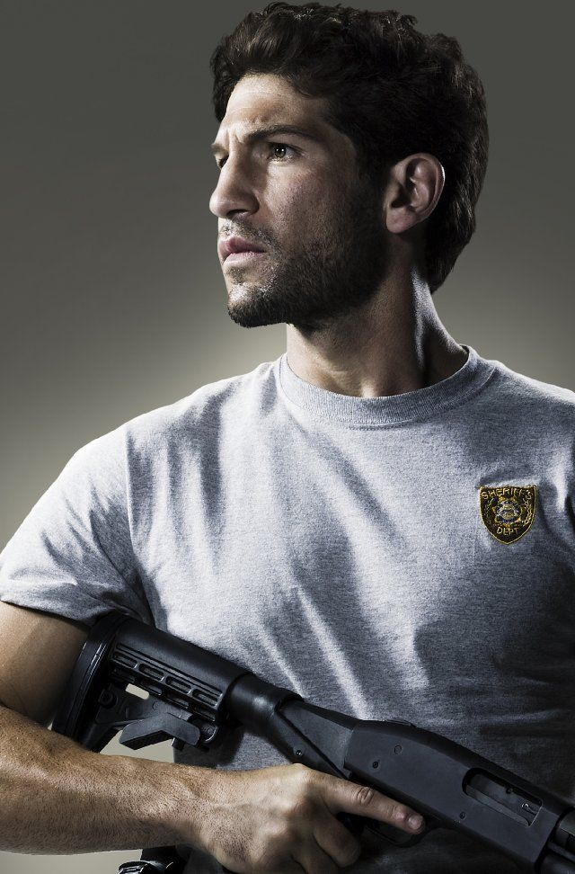 Jon Bernthal aka Shane (The Walking Dead). This guy is really starting to get to me in the Clooney & Ruffalo sense. **fanning self** Can't believe he's younger than me!
