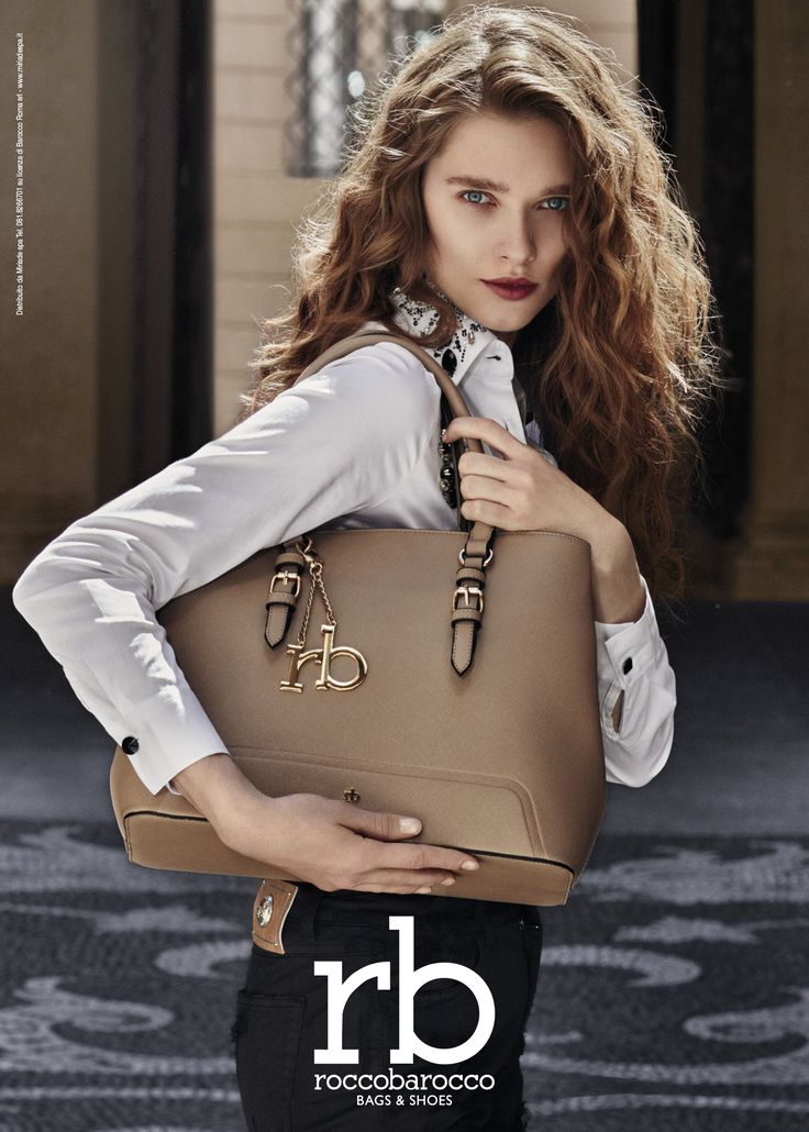 La #shopping Skunk firmata #rb, con le sue linee essenziali ed eleganti, è un #musthave che non può mancare nel tuo guardaroba invernale. La trovi da #Miriade in diversi colori arricchita da un pendente in metallo che può essere utilizzato anche come portachiavi. #fashion #roccobarocco #bags #fallwinter2016 #newcollection #accessorimoda #moda #trendy #tendenzeautunno