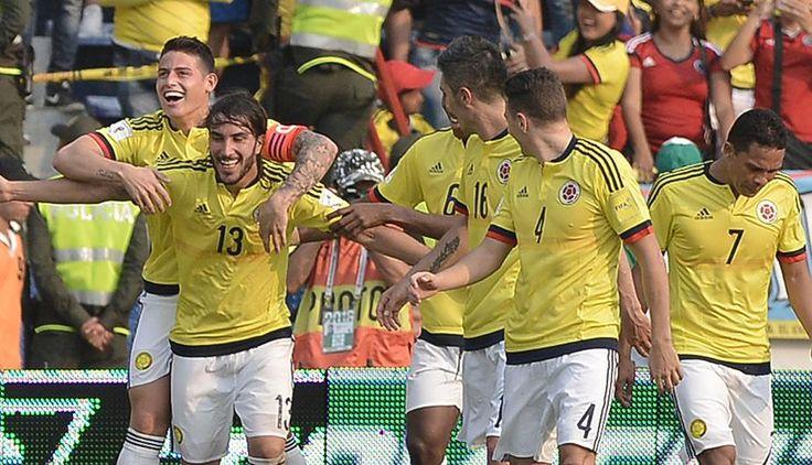La selección colombiana, luego del éxito en esta fecha doble de Eliminatorias Sudamericanas Rusia 2016, piensa ahora en la Copa América Centenario 2016 y ya presentó su camiseta oficial para el certamen que se realizará en Estados Unidos.