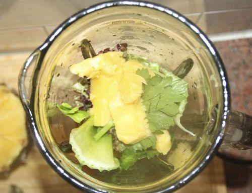 Groene smoothie 1: ananas, selderij