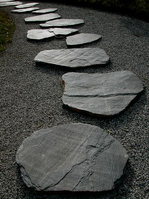 Stepping stones great gardens ideas easy to add a for Cement garden paths